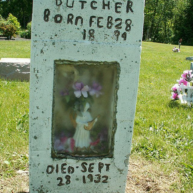 One type of homemade headstone.