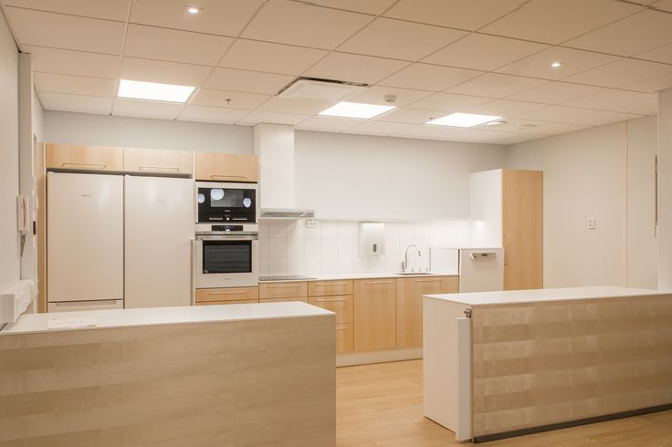 Cooking is easier and more fun in the kitchen of this nursing home, which has proper lighting! Kokkaaminen on helpompaa ja hauskempaa tässä vanhainkodissa, jossa on hyvä valaistus.
