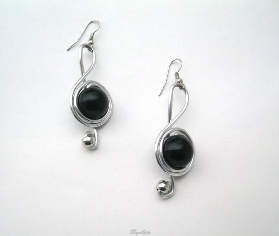 """""""Music"""" earrings / Pendientes Música.  https://www.etsy.com/es/listing/126988274/colgante-y-pendientes-clave-de-sol"""