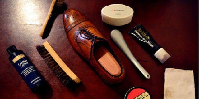 Begini 6 Cara Rawat Sepatu Kulit Tetap Awet dan Keren - Indopess.id, Fashion – Sepatu kulit adalah jenis sepatu yang wajib dimiliki oleh mereka yang sering hadir dalam acara-acara formal. Selain memberi kesan kasual dan resmi, sepatu kulit juga dapat mendukung …