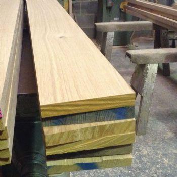 Oak Timber - Kiln Dried Oak, Air Dried Oak, Oak Beams, European Oak, QBA Oak, QB1 Oak. www.scawtonsawmill.co.uk