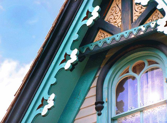 Резные детали дома в стиле Американская готика