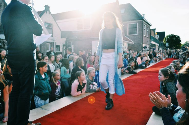 Her red carpet experience #MG #fashion #designercompetition