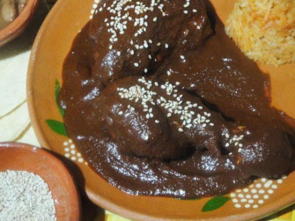 Mole Poblano El Tradicional Mexicano Con Pollo Recipe Mexican Food Recipes Mole Poblano Food