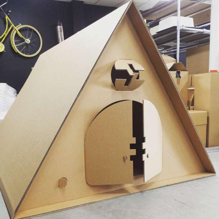 Deuxdesigners hollandais ont imaginéKarTent, unexcellent concept de tentes en carton conçues spécialement pour les festivals ! Fabriquées entièrement
