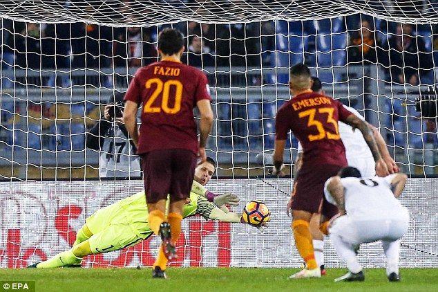 Wojciech Szczesny saves a penalty from Milan's M'Baye Niang #Szczesny#HERO #forzaroma!!