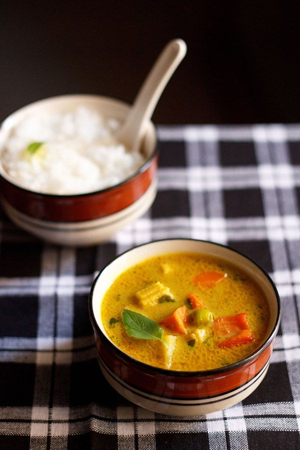 thai yellow veg curry recipe - a spicy vegetarian thai curry made with coconut milk and thai herbs-spices