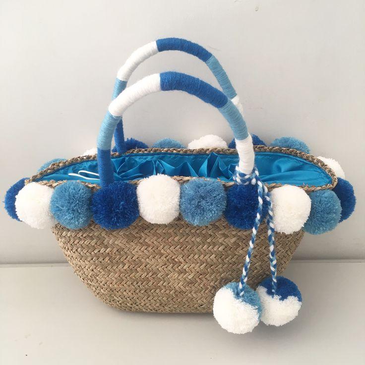 Pompom Hangbag www.decocraftbali.com Ig: @decocraftbali  #pompombag #pompomclutch #pompomhat #pompompouch #handmade #craft #bali #art #handicraft #denpasar #pompom #fashion #womenfashion