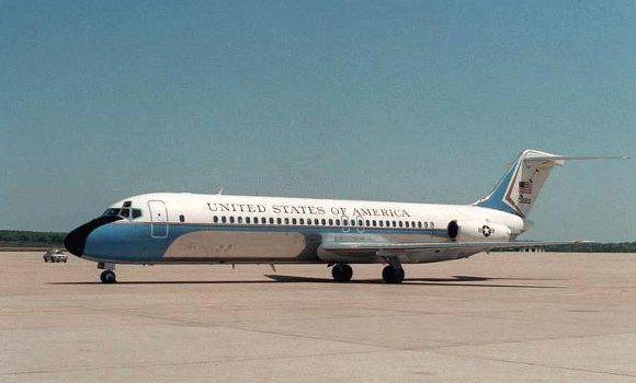 Subastan un antiguo Air Force One de EEUU. En realidad es un Air Force Two (el del vicepresidente), un DC-9 ya retirado usado ocasionalmente por los presidentes.