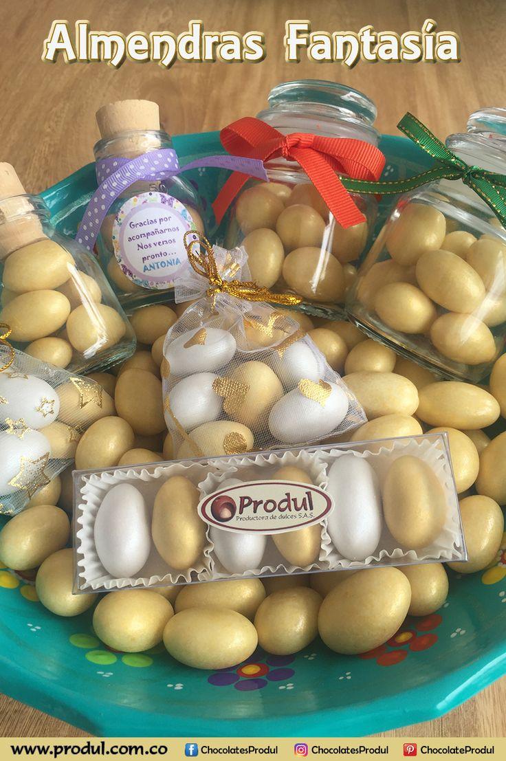 Recordatorios o detalles para eventos o imagen publicitaria con Almendras cubiertas de chocolate y confitadas en dorado y perlado. www,produl.com.co
