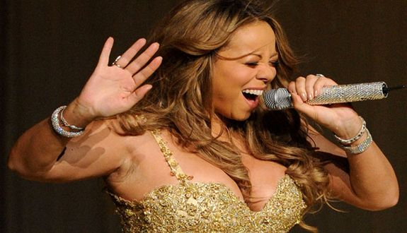 """Watch """"Mariah Carey Proves She Can Still Hit Those High Notes"""