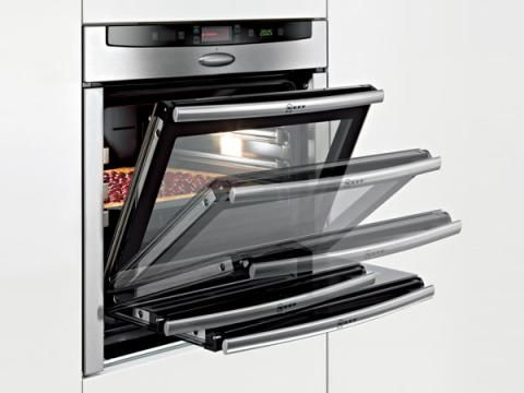 Neff oven with retractable door