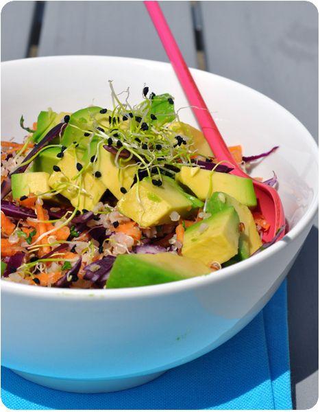Salade de quinoa supra-colorée : carottes, chou rouge et avocat