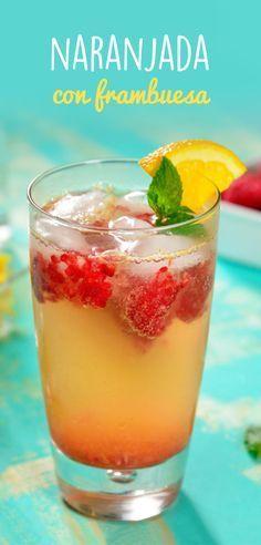 Dale un giro a la naranjada clásica con esta rica receta. Refrescante naranjada con jugo natural y un toque de frambuesas frescas y la burbujeante sensación del agua mineral. Lo mejor de todo es que tiene muy pocas calorías.