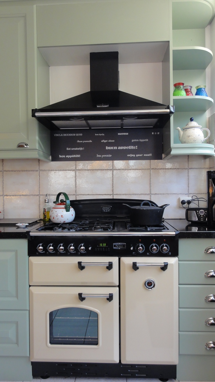 Top 53 ideas about keukens on Pinterest : Green cabinets, Stove and ...