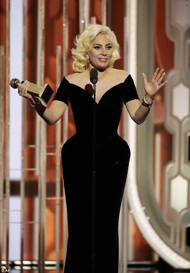 NaijaFlo.com: Hilarious! Lady Gaga brushes Leo Di Caprio to collect her first Golden Globes Win