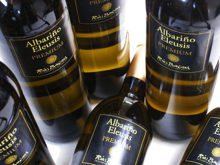 Albariño 'Premium Sobre Lias' Gebied: Rias Baixas (Galicië) Hors d'oeuvre, Brasem - Gebakken in een zoutkorst, Schelvis, Zwaardvis, Heilbot – Gegrild, Gamba - Gegrild, gekruid, Langoustine, Scampi, Schaal- (bijvoorbeeld kreeft) en schelpdieren, visgerechten, Risotto, Pasta Salade, licht vlees, Chèvre – Geitenkazen, Lopende kazen - Brie, Coulommiers