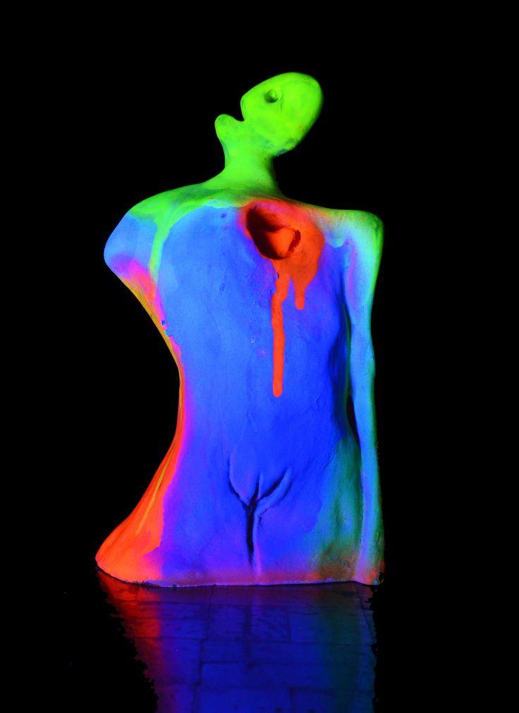 Enamorada Neón / Neon In Love Light On 2016  19 x 5 x 10 cm Resina y aerosol / Resine and neon spray