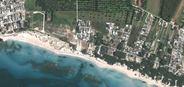 Lido Conchiglie è una località balneare della Provincia di Lecce, sviluppatasi negli anni quaranta del Novecento in seguito alla costruzione di uno stabilimento balneare, battezzato appunto Lido Conchiglie per la presenza sulla spiaggia di numerose conchiglie; amministrativamente divisa tra i