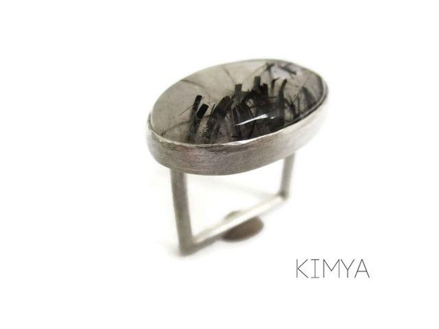 Espectacular #anillo cuadrado en #plata con #Cuarzo #Turmalina. Pide el tuyo en MANOS ES MÁS