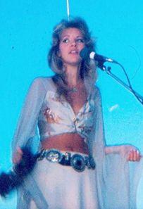 1975 Stevie Nicks. Simply beautiful.