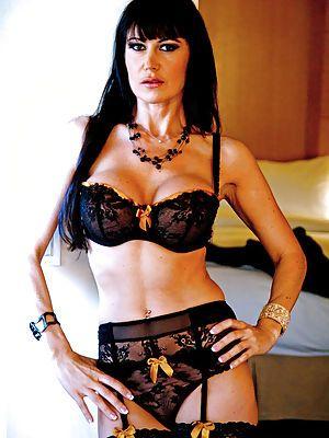 xnxx Sexy busty girlfriend Eva Karera meets client for hot sex until hexvideo estati 1