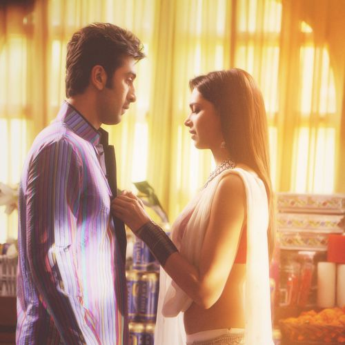 Ranbir Kapoor and Deepika Padukone @Amna AlSinani Ah which bit of the movie was this in....i really dont think they showed this bit at my cinema