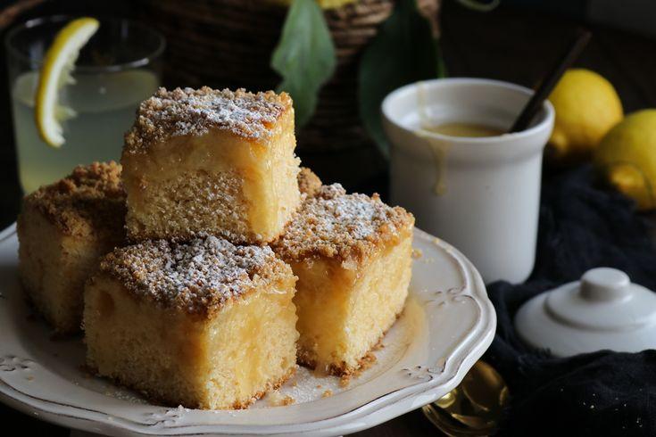 Αυτό το κέικ λεμόνι με λεμονόκρεμα (lemon curd) και κραμπλ είναι ένα θεϊκό κέικ, αν έχεις φρέσκα λεμόνια μή χάσεις την ευκαιρία!