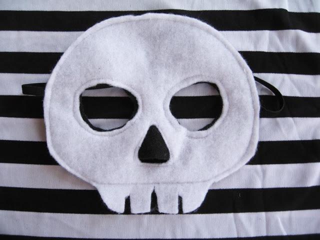 An easy mask for Noah's Skeleton costume.