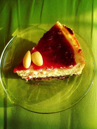 ticounderconstruction: sernik z białą czekoladą, oreo, malinami i orzeszkami
