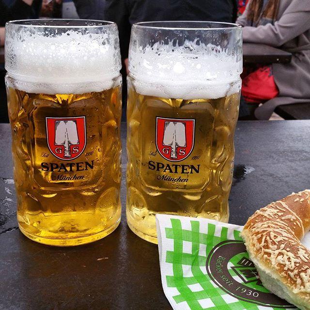 Starting my birthday off right with @rclabarge.  #spaten #radler #schottenhamel #brezel #oktoberfest #münchen #munich