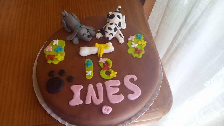 Tarta de 18 años para Ines con dos perritos  #tarta #fondant #perritos #chocoyoreo #okamicake #delicioso #cake