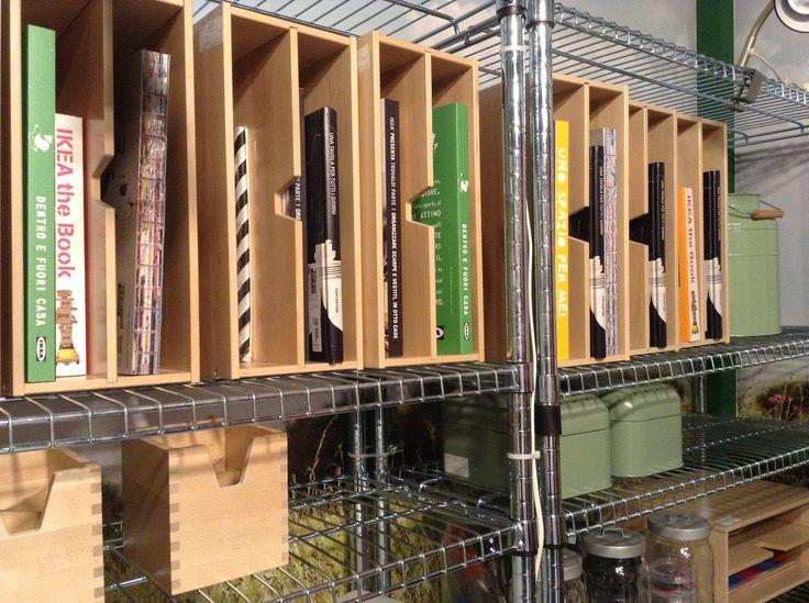 Archiviare con gusto? Scaffale cromo e contenitori in legno!  Store with classy? Chrome aisle and wood boxes!  #consiglidicasa #storage #ikea #homeidea