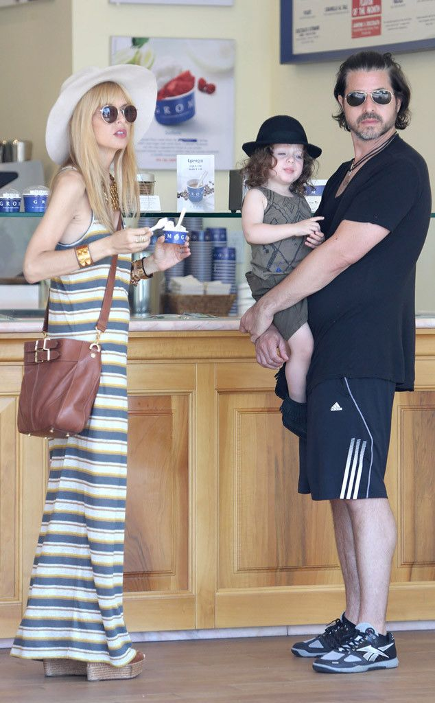 Rachel Zoe, Rodger Berman & Skyler enjoy a cool treat on a hot day in Malibu: http://www.eonline.com/photos/6/the-big-picture-today-s-hot-pics/297472