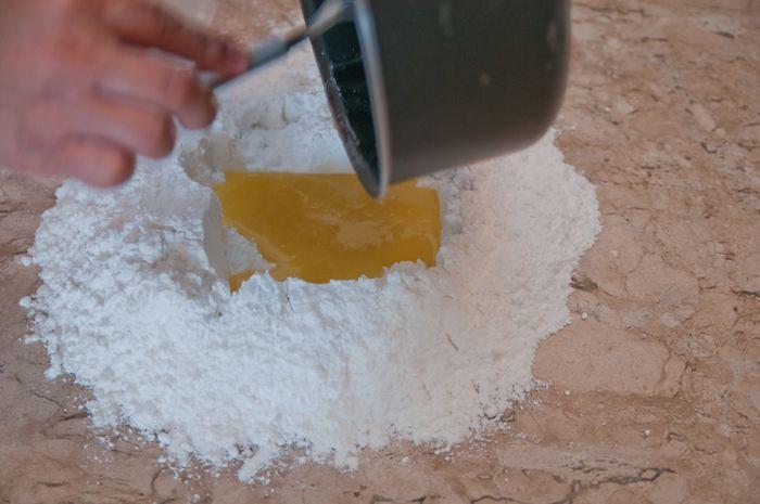 Veja como nesta matéria como fazer pasta americana, com fotos do passo a passo.
