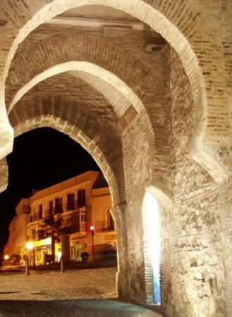 El Arco de Jerez - the entrance into the old town of Tarifa  Tarifa Max Kitesurfing school +34 696 558 227