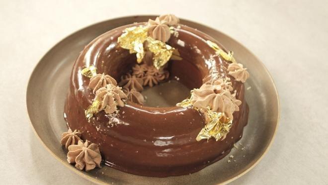 De Brabander Bakt | strongBrownieVerwarm de oven voor op 170°C. Klop de suiker met het ei schuimig. Smelt de boter en los er stukjes chocolade in op. Zeef de bloem twee maal...