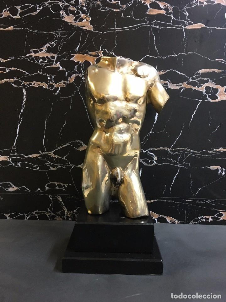 ESCULTURA BRONCE DORADO TORSO MASCULINO DESNUDO 34 CM - GAY INT. (Arte - Escultura - Bronce)