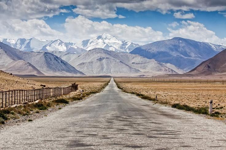 Along the Pamir Highway... Tadschikistan  pic: Daniel Kreher