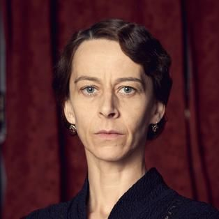 Mary Erste Pflegemutter der Kornitzer-Kinder, gespielt von Kate Dickie