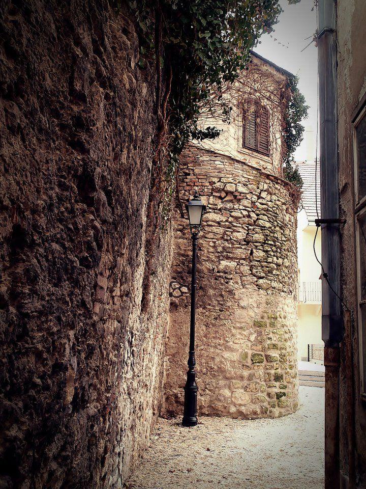 Sopron, Városfalsétány a Bünker köz felé http://www.facebook.com/photo.php?fbid=393835414041137=a.393481050743240.93822.204604339630913=3