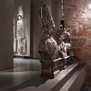 Sistemi espositivi Museofab per allestimenti museali. Mensole espositive, Museo del Duomo di Milano