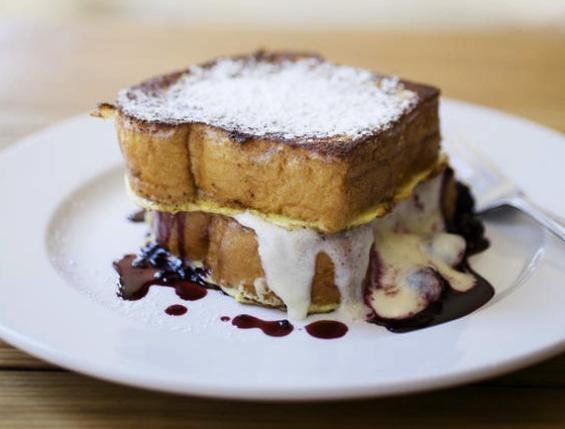 blackberry French toast with brioche bread and mascarpone