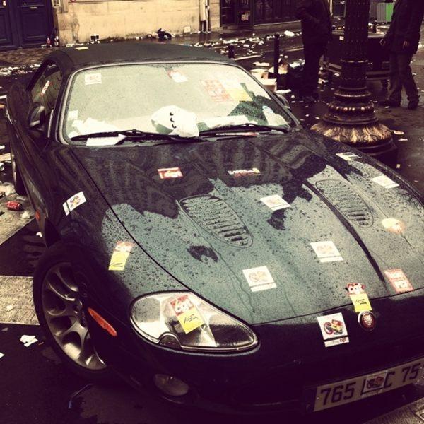 Mal garée sa jaguar sur le trajet d'une manif...