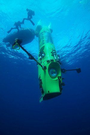 James Cameron: Deepsea Challenger submersible on its first test dive for Marianas trench mission
