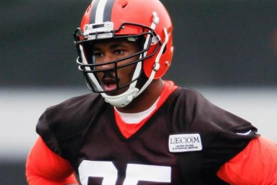 Cleveland Browns defensive end and top overall draft pick Myles Garrett sustained an apparent foot injury while participating in team…