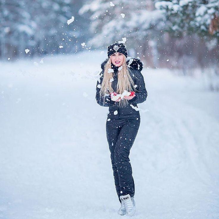 Стоимость комбинезона  25 000 руб!  Наш контактный номер  8 987 230 01 01 . Фотограф @alisatyt . . . . . #челны #зима #девушка #снег #сноуборд #набережныечелны #зима2016 #комбинезон #зима2017 #комбинезоны #теплаяодежда #зимнийкомбенизон #одежда #комбез #зимнийкостюм #пуховик #женскийпуховик #горнолыжныйкостюм