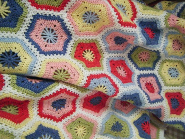 Betsy Makes ....: Magic Hexagon Blanket tutorial with charts for the hexagon and the half hexagon.