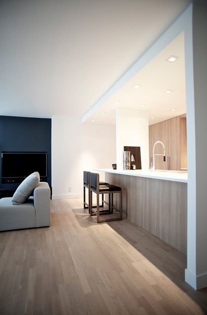 Gorgeous minimalistic interior! A nice argument for light wood detailing with white and black.