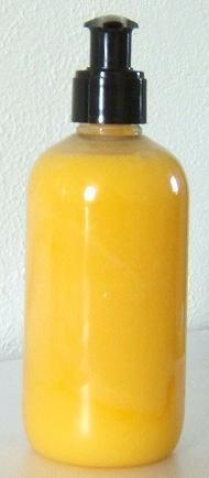 RECETTE DE SAVON LIQUIDE A L'ARGOUSIER ET L'ORANGE DOUCE  240 ml de base lavante neutre  10 gouttes d'huile pure d'argousier   10 gouttes d'huile essentielle de tea tree (désinfectant, anti bactéries)  20 gouttes d'huile essentielle d'orange douce (pour parfumer votre savon liquide)  5 ml d'huile végétale de babassu (pour intensifier l'effet moussant)  5 ml d'oléine de karité (pour nourrir l'épiderme)  http://atelier23blog.blogspot.fr/2008/09/recette-de-savon-liquide-largousier-et.html